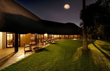Mokuti_Etosha_Lodge_-_Dining_Room_Outdoor-1