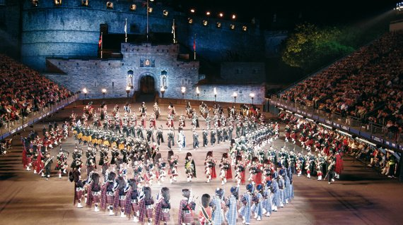 Edinburgh-MilitaryTattoo-Fotolia