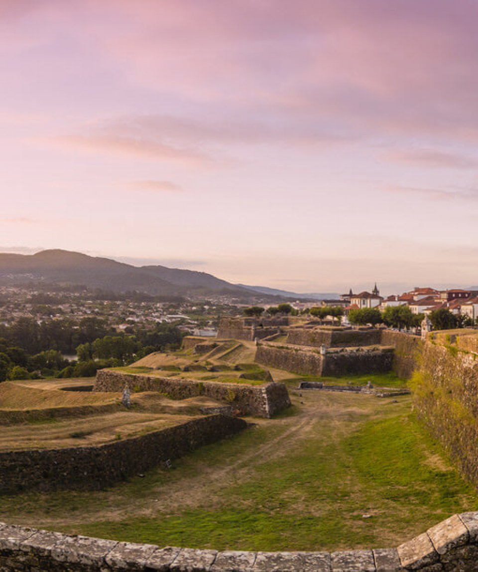 Festungsanlage von Valença mit Blick nach Spanien Abendstimmung - Jakobsweg - Belvelo - Tom Andersch