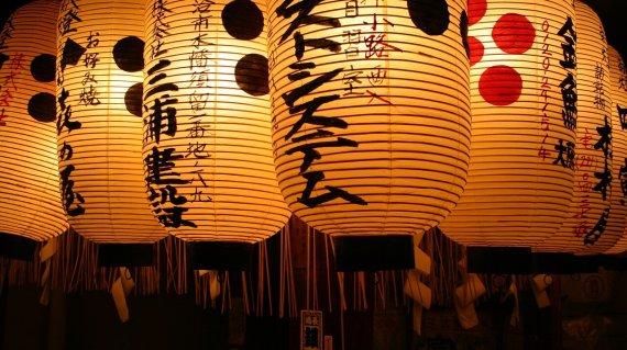 lanterns-1043416_1280 (1)