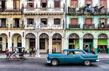 Oldtimer-in-Havanna---Frankix-fotolia