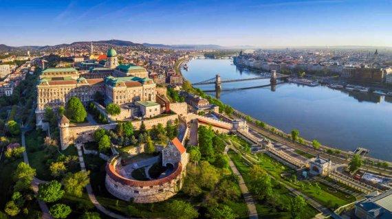Budapest_shutterstock_1078814498
