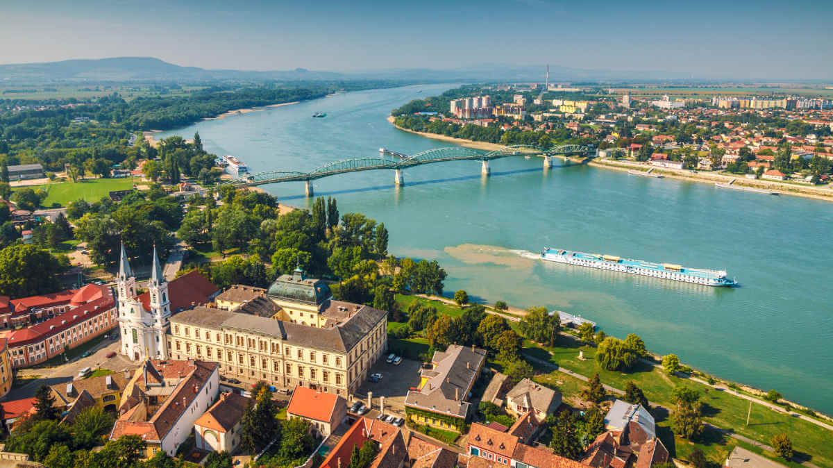 Esztergom shutterstock 658573705 - Ungarn – Land für Genießer