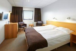 24 Hotel Cabin Sup room 1920 nota 300x200 - Island – Nordlicht am Polarmeer