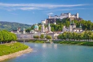 Salzburg shutterstock 302413193 300x200 - 6 Tage Bus-Flug-Kombination Österreich und Ungarn