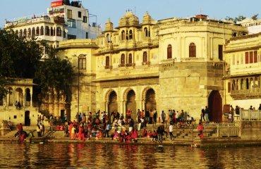 Ind_Raja_Udaipur_PicholaSee5_SG